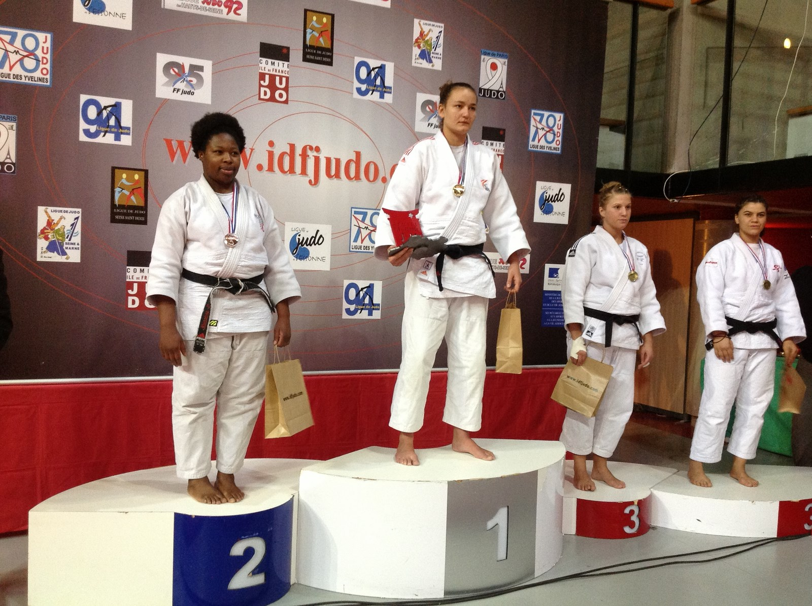 1 2 finales championnats de france seniorsdimanche 16 - Institut national du judo porte de chatillon ...
